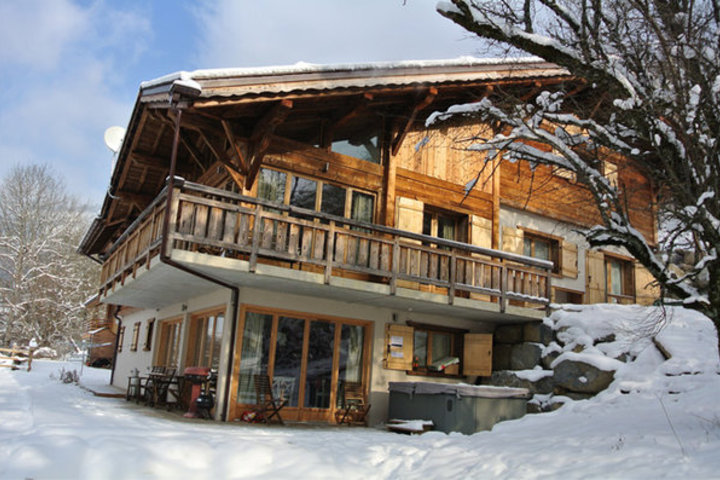 ski chalet in st jean d 39 aulps 5 bedrooms jacuzzi hot tub log fire wi fi airport transfers. Black Bedroom Furniture Sets. Home Design Ideas
