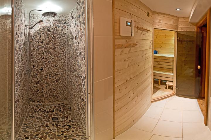 ski chalet in meribel 8 bedrooms ski in ski out. Black Bedroom Furniture Sets. Home Design Ideas