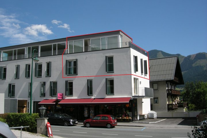 Front of building - 2 storey penthouse outlined in red