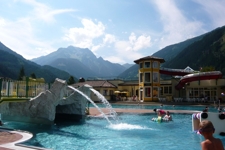 Ski apartment in mayrhofen 2 bedrooms swimming pool log - Swimming pool luxembourg kirchberg ...