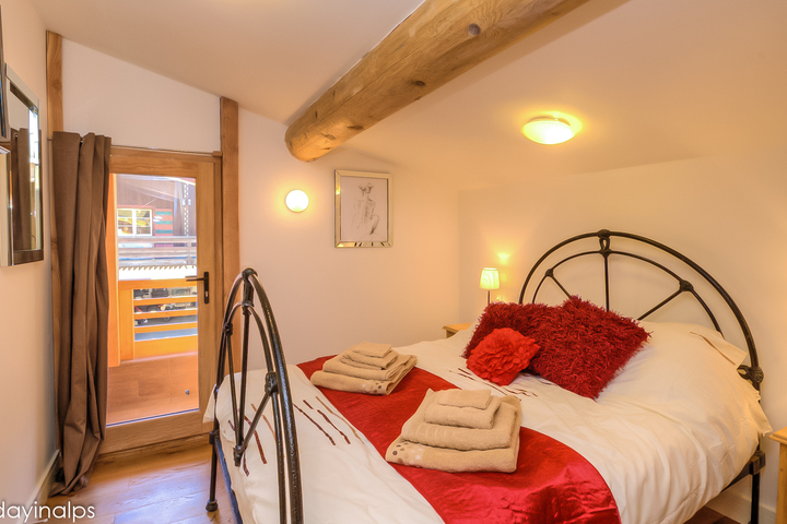Ski chalet in les contamines 4 bedrooms log fire wi fi for Pleasure p bedroom floor lyrics