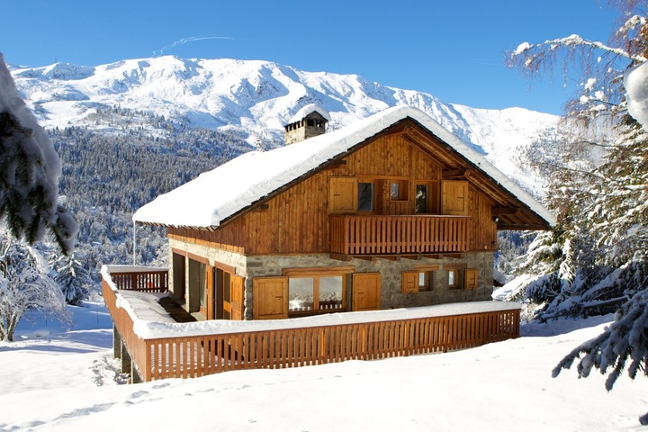 Stunning location on the edge of the piste