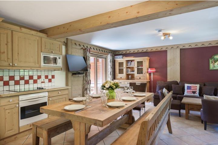 Ski Apartment in Meribel, 4 bedrooms, Ski-in / Ski-out ...